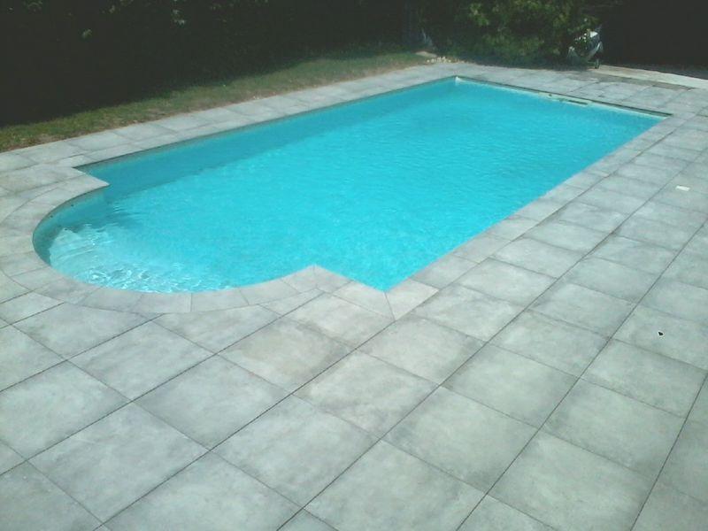 margelle de piscine en forme d'arc roman